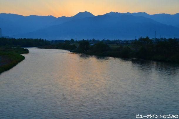 夕暮れの犀川