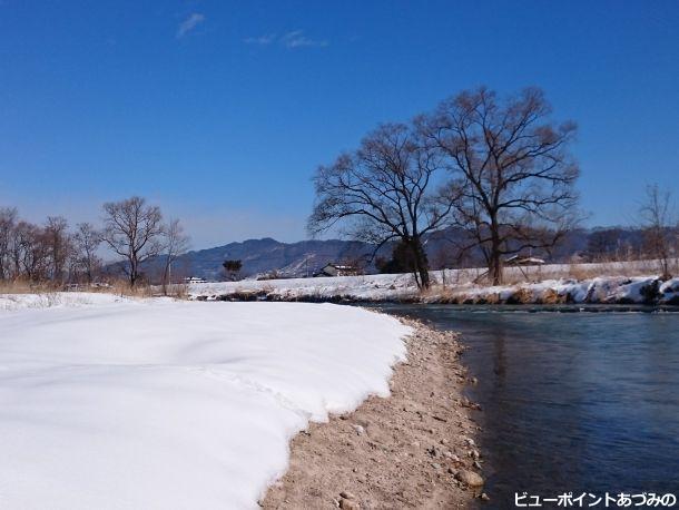 雪の穂高川