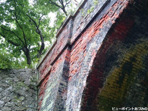 歴史を刻む煉瓦