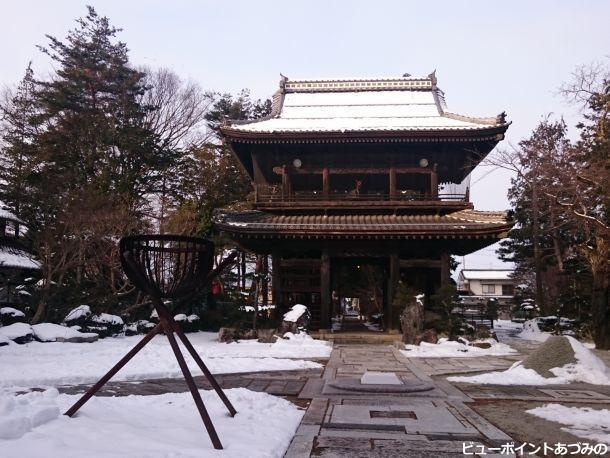 雪の鐘楼門