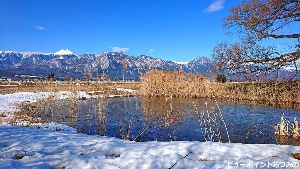 久保田公園の凍った池