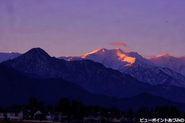 「夕陽に染まる稜線」