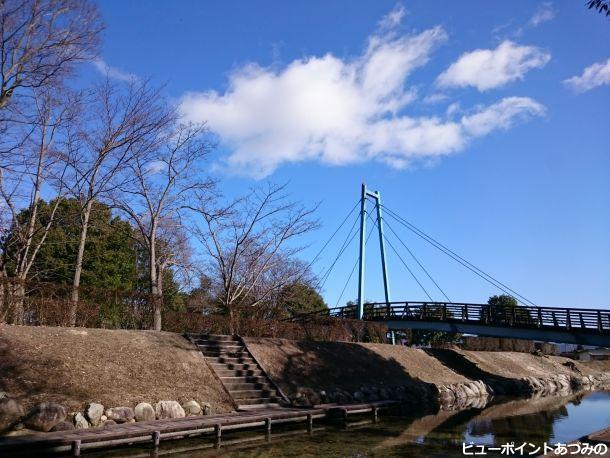 吊り橋と雲