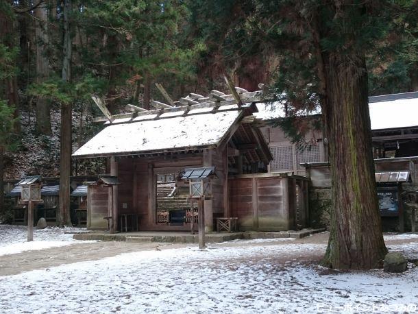 雪化粧した仁科神明宮