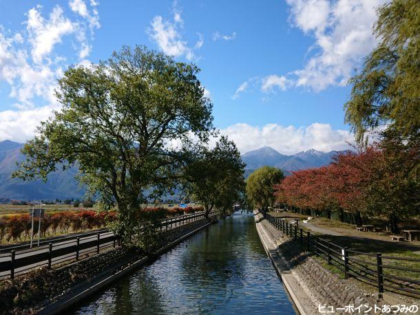 秋の拾ヶ堰と常念岳