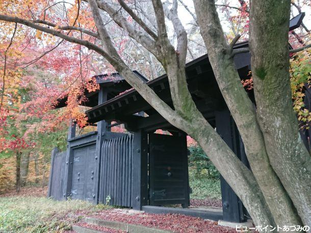 砦門の紅葉