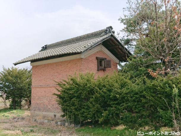 旧温銀行煉瓦土蔵