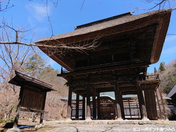 県宝の霊松寺山門