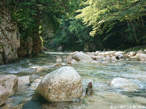 花崗岩の渓谷