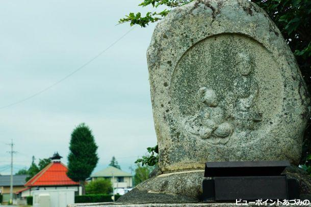 道祖神と古民家