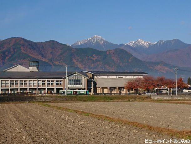 学び舎と常念岳