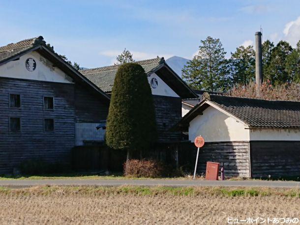 旧酒蔵の土蔵と煙突