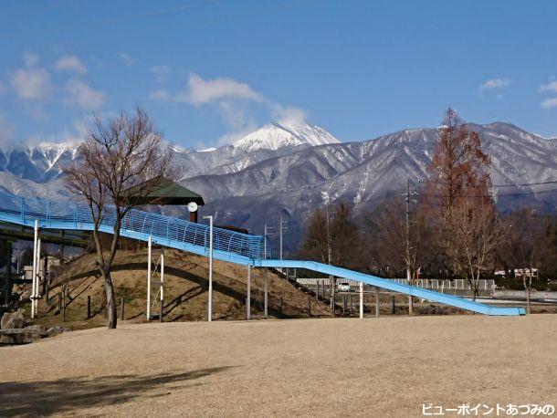 ローラー滑り台と常念