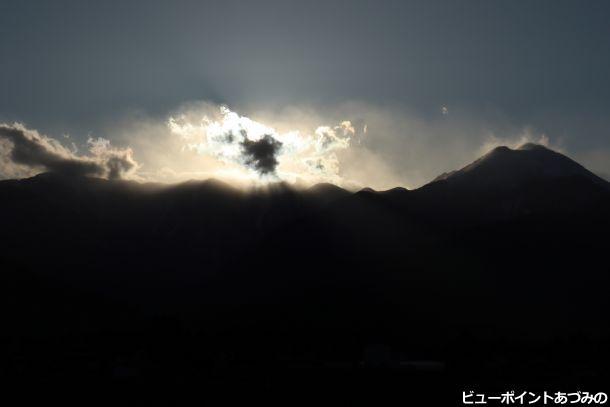 日の沈む稜線