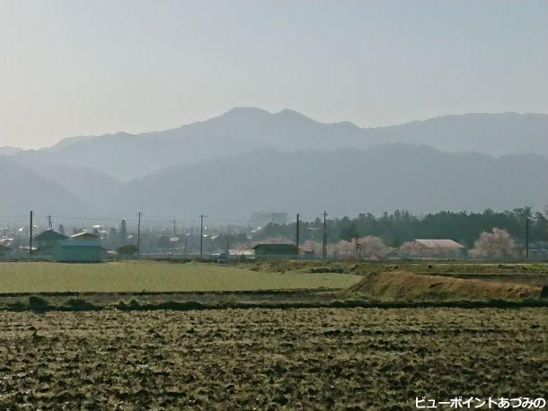 洲波の社叢と戸谷峰