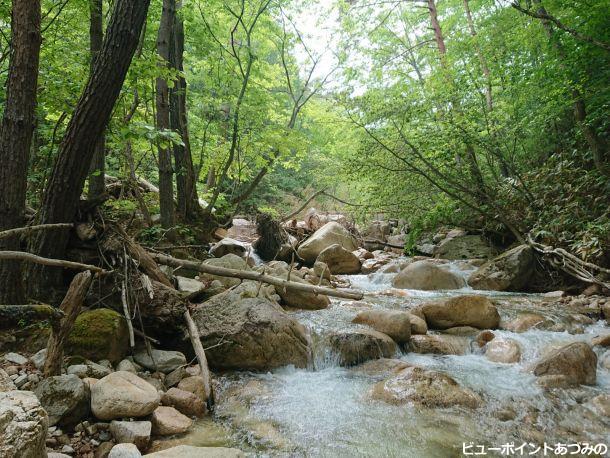 花崗岩と渓流
