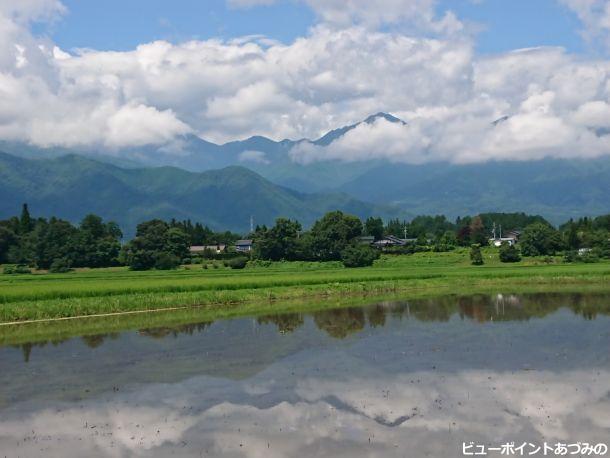 段丘と雲間の常念