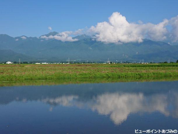 夏色の稜線と雲