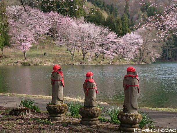 桜とお地蔵さま