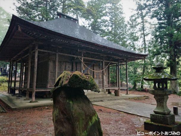 雨に濡れる松尾寺