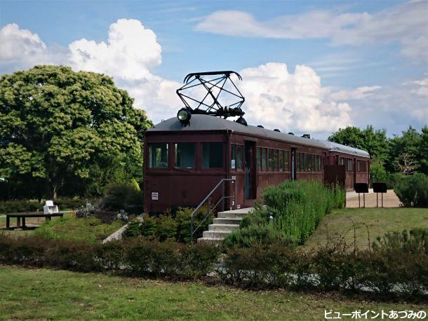 アズキ色の電車