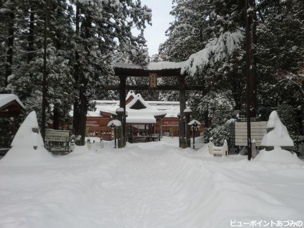 大雪の朝の穂高神社