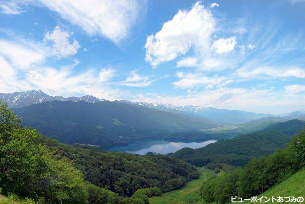 夏雲を映す青木湖